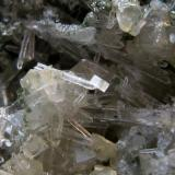 Dolomita sobre Cuarzo. Mina de carbón a cielo abierto. Zona de Fabero. León. Tamaño del cristal de Cuarzo: 3 mm. Cristal de Dolomita: 0.5 mm. (Autor: Jose Luis Otero)