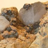 Goethita pseudomórfica de pirita & Cristales de Calcita (detalle) Serra de la Mussara - Muntanyes de Prades - Baix Camp - Tarragona - Catalunya - España Medidas: 70 x 50 x 35 mm (Autor: Joan Martinez Bruguera)