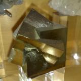 Pirita Navajún, España. Arista cristal 4,3 cm. (Autor: E. Llorens)