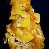 Wulfenita.  Touissit, Oujda-angad Prov., Marruecos.  5,1 x 3,2 cm. (Autor: Juan L)