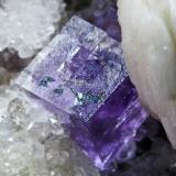 Fluorita + Barita + Cuarzo La Cabaña - Berbes - Asturias Pieza de 10x6 cm. cristal mayor 1 cm. Detalle de la pieza anterior (Autor: El Coleccionista)