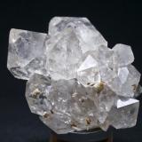 Cuarzo Berbes - Ribadesella - Asturias Pieza de 7x6 cm. cristal mayor 3,3 cm. con gota de agua (Autor: El Coleccionista)
