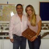 Mi estudiante Karina y yo (Autor: Anisio Claudio)