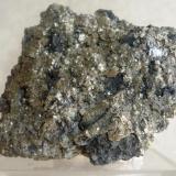 Pirita Mina La Ojuela, Mapimí, Durango, México 78x73x42mm Muestra de pirita de la Ojuela, por lo general se halla en masas granuladas con cristales que no sobrepasan los 5mm. (Autor: Carlos Medina)