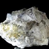 FLUORITA. Mina Emilio-Loroñe-Asturias. Pieza de 12x9,5cm con cristales de hasta 4x2,9cm. (Autor: DAni)