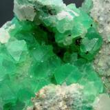 FLUORITA. Cantera Berta-Papiol-Cataluña. Pieza de 10x9cm y cristales de 1cm. (Autor: DAni)