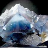 Fluorita. Mina Minerva. Cave in Rock. Hardin Co. Illinois. USA. Pieza: 10.5 x 6 cm. Cristal mayor: 3.5 x 3.5 cm. (Autor: Juan Cabezas)