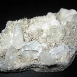 Berilo (Goshenita) Shaobaodin Mts., Pingwu, Sichuan, China 8 x 5 x 1´5 cm. El cristal más grande 2cm. (Autor: sergio145)