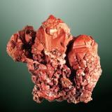 Cobre Rudnyi Altai, Altaiskii Krai, Sibèria Oriental, Russia. Rubtsovskiy (m). Agregado de cristales octaédricos muy definidos con escalonamientos de caras planas y superficie rojiza de cuprita. 4,8 x 4,7 x 4,3 cm. (Autor: Carles Curto)