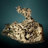 Plata (var. kongsbergita) Imiter, Tinerhir, Azilal, Tadla-Azilal, Marruecos. Imiter (m). Agregado dendrítico-esquelético en matriz (ejemplar de 1981). 6,4 x 5,0 x 7,7 cm. (Autor: Carles Curto)