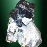 Galena Joplin, Ellington, Reynolds Co., Missouri, EUA. Sweetwater (m). Agregado irregular de cristales cúbicos en matriz (ejemplar de 1982). 7,7 x 6,3 x 6,0 cm. / cristal pral.:  3,0 x 2,9 x 3,1 cm. (Autor: Carles Curto)