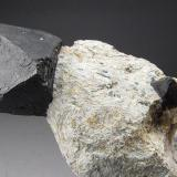 Magnetita Yinnietharra Station, Provincia de Pilbara, Australia Occidental, Australia 10 x 4 x 4 cm. La foto muestra una parte de la pieza. El cristal principal mide 2,5 cm. (Autor: Antonio Alcaide)