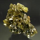 Anglesita Pozo IX, Touissit, Oujda, Marruecos Tamaño de la pieza: 5.5 × 5.8 × 2.1 cm. El cristal más grande mide: 1 × 0.5 cm. Encontrada en 1996 Foto: Minerales de Referencia (Autor: Jordi Fabre)