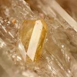 Celestina Los Pedreñales, Azaila, Teruel, España cristal de 5 mm Cristales de celestina de unos 5 mm en geoda de yeso de 75mm X 48 mm (Autor: MMorales)