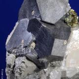 Carrollita.  Kambove. Congo.  3.5x3 cm. Cristal mayor 1.2 cm. (Autor: Juan Luis Castanedo)