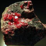 Cinabrio c/Dolomita. Pozo San Teodoro, Almadén, Ciudad Real, España. 8,5x8,5x4 cm. Cristales hasta 1 cm. Col. y foto Nacho Gaspar. (Autor: Nacho)