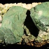 Heulandita y celadonita.  Jalgaon. Maharatra. India.  7x4.5 cm. Cristal mayor 3.9 cm (Autor: Juan Luis Castanedo)