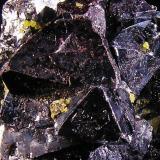 Cuprita con Miersita. Mina Rubtsovskoye, Siberia, Rusia. 3,8x3,3x3,3 cm. Detalle cristales de Miersita. Col. y foto Nacho Gaspar. (Autor: Nacho)
