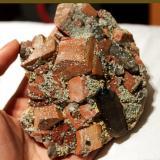 Cuarzo ahumado y microclina. Cillarga, Ponteareas, Pontevedra, Galicia 16 cm. Cristal de cuarzo 6 cm. (Autor: usoz)