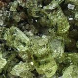 Fluorapatito. Minas La Celia, Jumilla, Murcia, España La pieza mide 5,5 cms y los cristales son de 0,7 cms aprox. (Autor: Laureano)