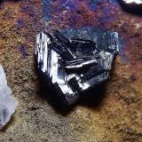 Calcosina. Mina Las Cruces, Gerena, Sevilla, Andalucía, España. 6x4x4,5 cm. Grupo de cristales de 9 mm. Col. y foto Nacho Gaspar. (Autor: Nacho)