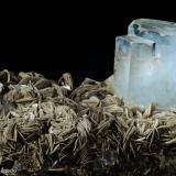 Berilo var. aguamarina.  Gilgit. Paquistán. 11x6 cm. Cristal mayor 4 cm (Autor: Juan Luis Castanedo)