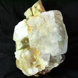 Fluorita. Cantera de áridos Mures, Mures, Alcalá la Real, Jaén, Andalucía, España. 15x9 cm., cristal mayor de 7x5 cm. (Autor: Laureano)