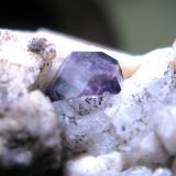 Fluorita. Cantera Cillarga. Ponteareas. Pontevedra. Galicia. España. Tamaño del cristal de fluorita: 5 mm. (Autor: Jose Luis Otero)