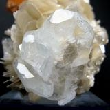 Scheelite, beryl, muscovite Xuebaoding, Huya, Pingwu, Mianyang, Sichuan, China 102 mm x 70 mm  Beryl crystals close up view (Author: Carles Millan)
