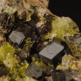 Hidrogrossularia con clinozoisita Cantera Los Serranos. Albatera. Alicante. España Encuadre de la foto aproximado 20x13 mm Recolectada en verano de 1996 (Autor: Daniel Agut)