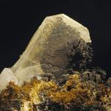 Barita cubierta de Pirolusita parcialmente Mina Marisol. Campo de Golf. La Unión, Murcia. España Cristal de 40x25x3 mm Recolectado en diciembre de 2000 (Autor: Daniel Agut)