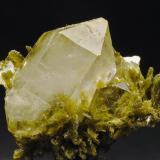 Cuarzo y Clinozoisita Cantera de Los Serranos. Albatera. Alicante. España Cristal de cuarzo biterminado de unos 20 mm Recolectado en 1996 (Autor: Daniel Agut)