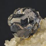 Esfalerita y Cuarzo Tunel José Maestre. Sierra Minera de Cartagena- La Unión. Portman. Murcia. España. 11 mm (diámetro del cristal) Recolectado en 2000 (Autor: Daniel Agut)