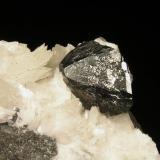 Calcosina c/Calcita. Mina Las Cruces, Gerena, Sevilla, Andalucía, España. 13x9x8,5 cm. Detalle cristal. Col. y foto Nacho Gaspar. (Autor: Nacho)