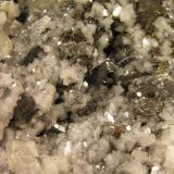 Bournonita con Dolomita y Calcita. Mina Sotiel Coronado, Calañas, Huelva, España. 14x8x4 cm. Cristales de Bournonita con Dolomita y Calcita. Col. y foto Nacho Gaspar. (Autor: Nacho)