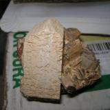 Ortosa ,  Cuarzo y  Moscovita Belvis de Monroy - Caceres - Extremadura - España 50 x 25 x 25 mm. cristal de ortosa.  (Autor: P. apita)