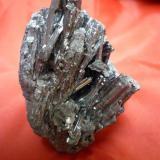 Antimonita Huancavelica, Perú 7 cm x 5 cm x 4 cm (Autor: Rafael varela olveira)