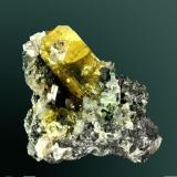 Anglesita Touissit, Oujda, Marruecos 5,5 x 5,6 x 2,7 cm Cristal de color amarillo uniforme en matriz, con cerusita y galena. Color natural (Autor: Carles Curto)