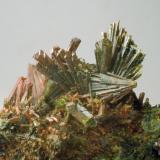 Epidota Casterner de les Olles - Serra de Sant Gervàs - Tremp - Lleida - Catalunya -España 50 x 35  x 20 mm Detalle (Autor: Joan Martinez Bruguera)
