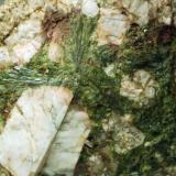Epidota & Microclina Viladrau - Montseny - Osona - Girona - Catalunya - España 50 x 45 x 30 mm Recolectado en junio del 2012 Detalle (Autor: Joan Martinez Bruguera)