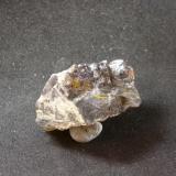 Greenockita secundaria con galena Mina Angela, Matienzo, Valle de Carranza, Vizcaya, CAPV, España 4x3x2,5 cm  (Autor: Al mar)