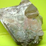 Moscovita y cuarzo Belvís de Monroy - Cáceres - Extremadura - España cristal de cuarzo 1 x 1 cm. (Autor: P. apita)