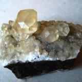 Calcite La Cuerre Mine, La Florida mining area, Cantabria, Spain Specimen width 50 mm, large crystals 15, 9 and 7 mm (Author: Tobi)