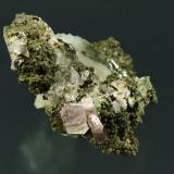 Fluorapatito con clorita y cuarzo Arestui, Llavorsí, Pallars Sobirà, Lleida 6x5x4 cm. cristal 10mm. (Autor: Joan Rosell)