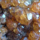 Granate Spessartina (Espesartina) Tongbei, Junxiao, Fujian, China 8 x 5 cm. Granate (Espesartina) Otro detalle de la pieza anterior (Autor: javier ruiz martin)