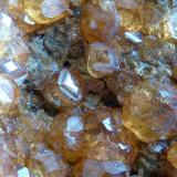 Granate Spessartina (Espesartina) Tongbei, Junxiao, Fujian, China 8 x 5 cm. Granate (Espesartina)  Detalle de la pieza anterior (Autor: javier ruiz martin)