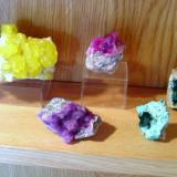 Many colours: sulphur from Sicily, cobalt-coloured calcite from Bou Azzer and dolomite from Congo, dioptases from Namibia and Kazakhstan (Author: Tobi)