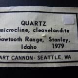 Cuarzo, Microclina y Clevelandita Sawtooth Range, Stanley, Idaho, USA 15 x 12 cm.  Etiqueta (Autor: javier ruiz martin)