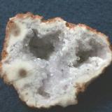 Cuarzo ligeramente amatistado (geoda) Malargüe, Mendoza, Argentina 6.5x5x4.5 cm. (Autor: Angel)