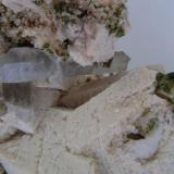 Microclina - Granate - Cuarzo Mina La Judía (filón natural sobre el terreno cerca de la mina), Burguillos del Cerro, Badajoz, Extremadura, España detalle de la pieza anterior (Autor: David Parra Z)